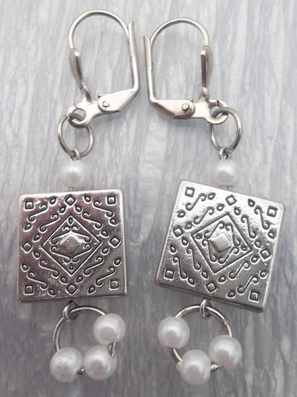 Metal and Pearls Dangle Earrings